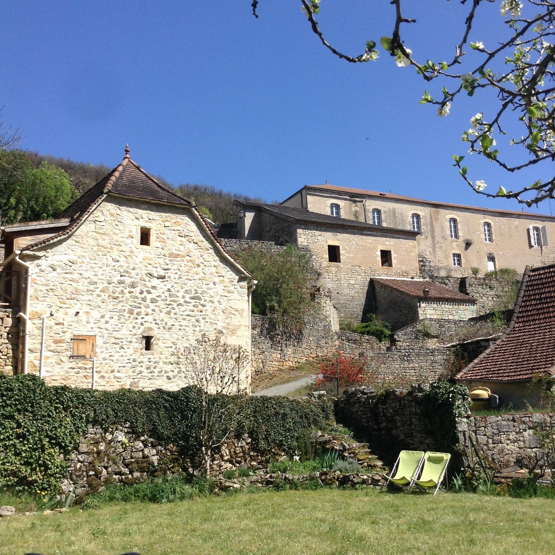 Le Jardin au pied de la mairie de Larnagol, Lot
